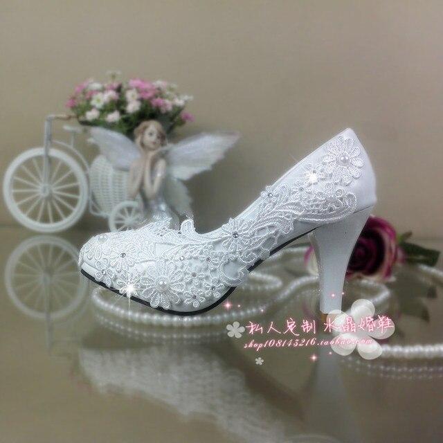 Белые Свадебные Туфли кружева горный хрусталь Свадебные женские Высокие Каблуки Туфли на платформе цветок жемчужные Обувь Женщины Насосы большой размер 41-42