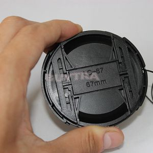Universal Digital Camera 67mm Lens Cap Center Pinch Snap-on Front Lens Cover Holer for Canon Nikon Sony Lens with Anti-lose Cord
