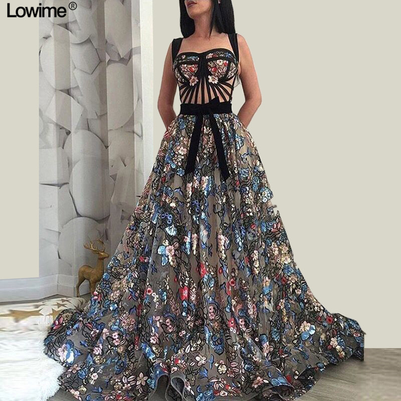 Newest Plus Size Vintage Celebrity Dresses A-Line With Long Flower Appliques Backless Red Carpet Gowns Opening Ceremony