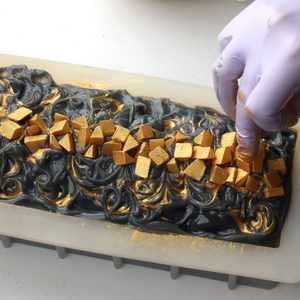 Image 3 - Nicole Loaf Molde de silicona para jabón, herramienta de fabricación de jabones de remolino, Rectangular, blanco, hecho a mano