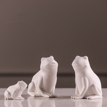 Creativity White Frog Ceramic Furnishings Statue Modern Simple Style Home Decoration Accessories Animal Sculpture 141