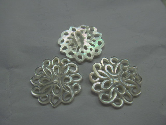 100pcs 25mm handmade flower carved MOP shell mother of pearl roundel carved jewelry bead