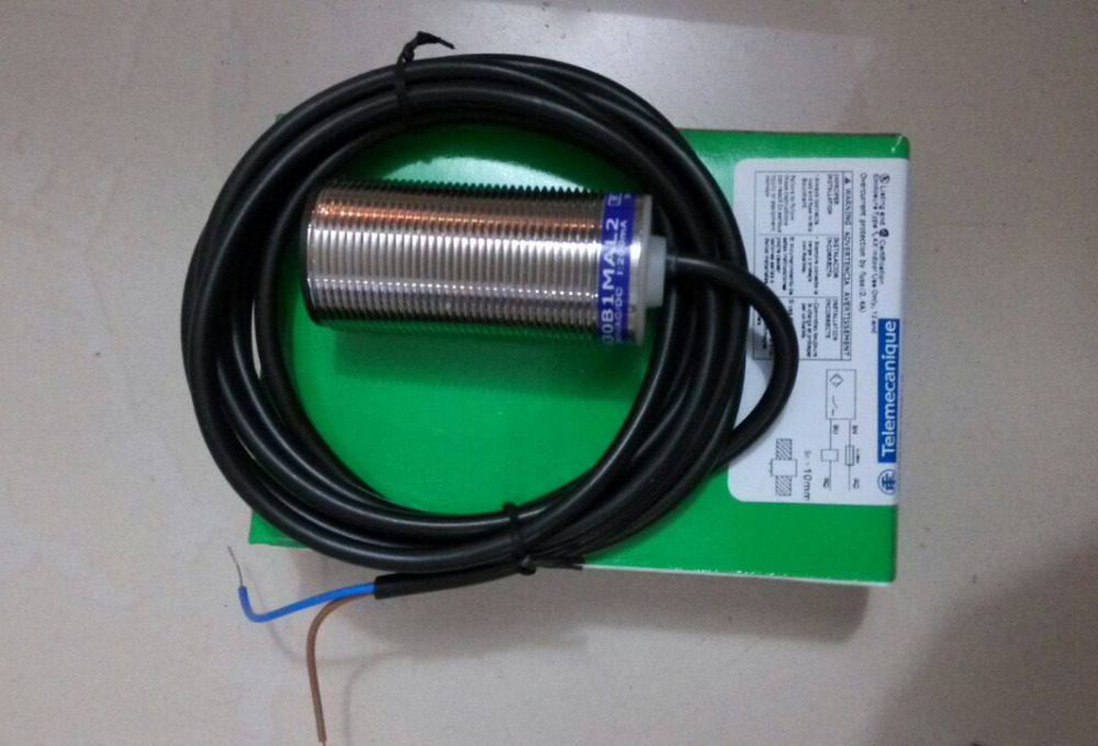 high quality XS530B1PAL2 Schneider s proximity switch high quality xs212blpal2c schneider s proximity switch