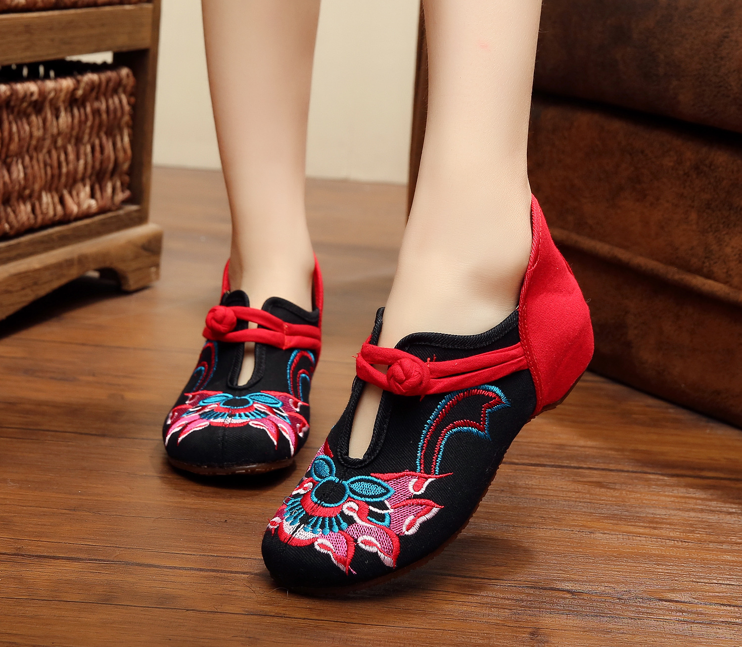 Black + red Women Shoes Old Beijing Mary Jane Flats With Casual Shoes Chinese Style Embroidered Cloth Shoes Woman Plus Size old beijing embroidered women shoes mary jane flat heel cloth chinese style casual loafers plus size shoes woman flower black