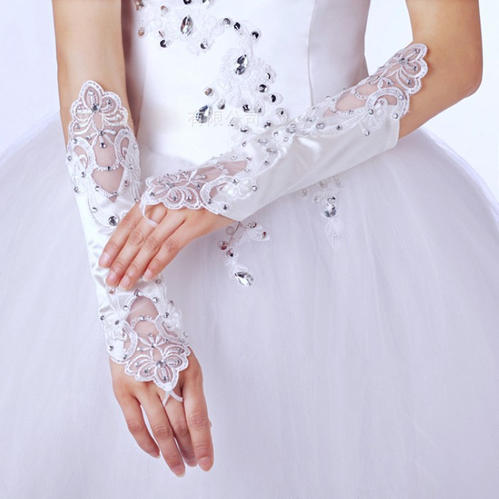 Дешевые Новые Свадебные перчатки невесты белые кружевные атласные бусины модные свадебные перчатки платье невесты перчатки