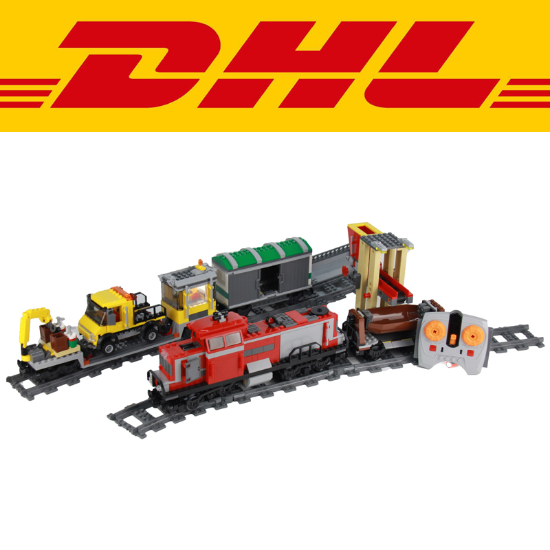 2017 New 898pcs Red Cargo Train Building Bricks Blocks RC Train Model educational Set Toys for children Figures Compatible 3677
