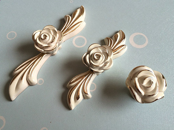 2.5 3.75 Dresser/Drawer Pulls Handles Knobs Cabinet Handles French Cream White Gold Rose Flower Decorative Knob 64 96 mm css clear crystal glass cabinet drawer door knobs handles 30mm