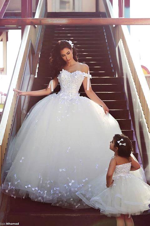 elegante madre e hija fuera del hombro del arco apliques blanco tul