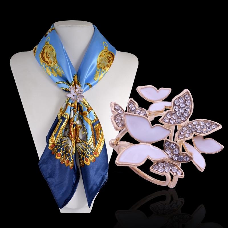 d4eca4aee7f6 Nouveaux Bijoux De Mode Strass Papillon Écharpe Boucle Émail Animal Écharpe  Clips Cristal De Mariage Broche Broches Pour Les Femmes