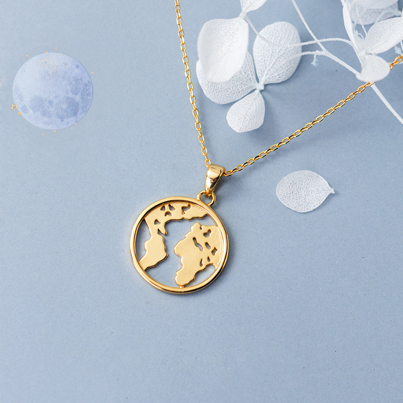 7a441d508148 De moda 925 de plata esterlina personalizada globo collar de mapa del mundo  el día de la tierra