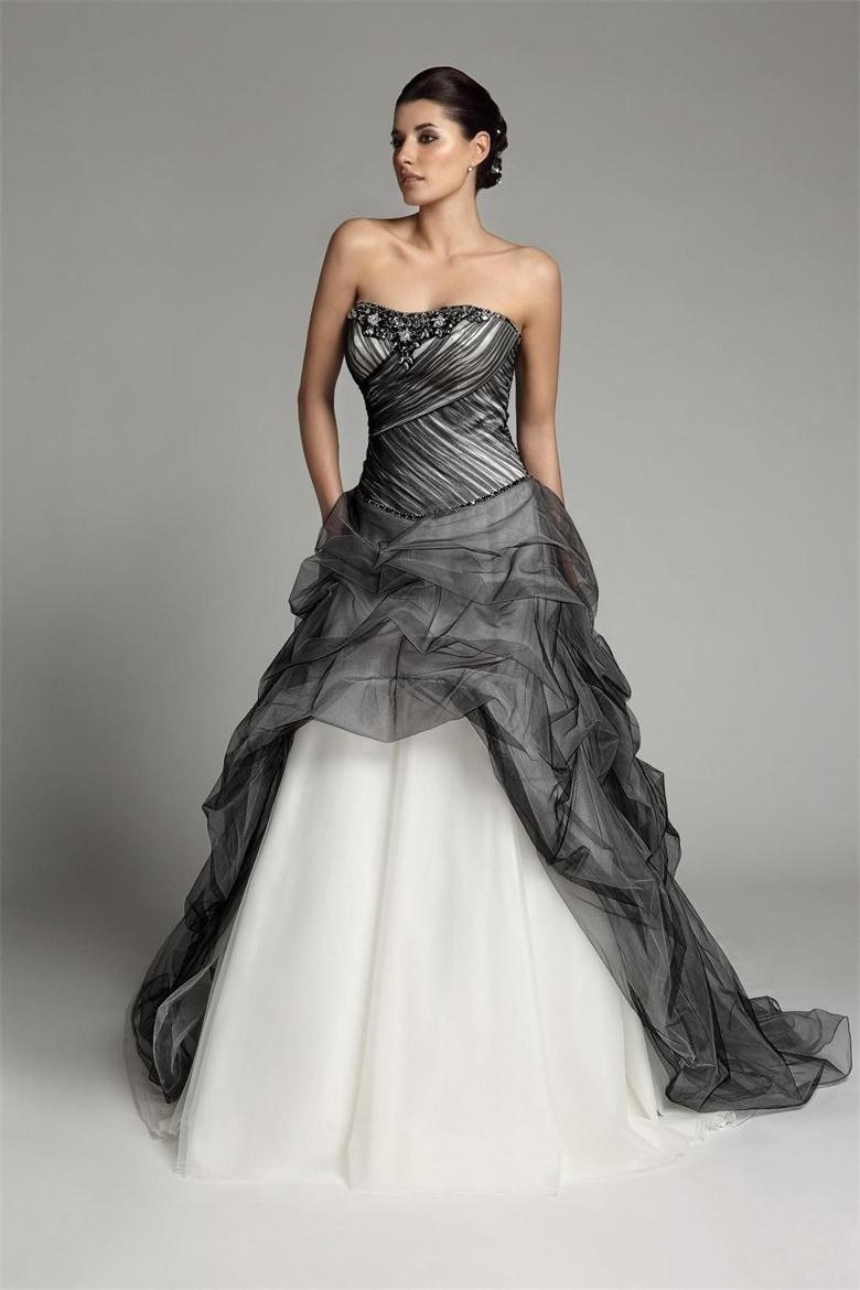 Us 173 88 8 Off 2019 New Arrival A Line Long Gothic Black And White Wedding Dresses Strapless Corset Pick Up Tulle Vintage Colorful Bridal Gowns In