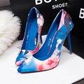 La nueva primavera y el verano caliente de la flor del viento de China impresión de tacón alto clásicos bombean los zapatos en punta elegante de alta calidad personalidad