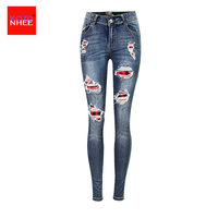 Verão Remendo Da Bandeira do Rippe Jeans Mulheres Com Estreita Que Se Estende Joelhos Rasgados Elasticidade Calça Jeans de Cintura Baixa Feminino Lápis calças de Brim