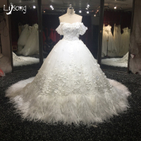 Dream White Wedding Dress Luxury Fur Middle East Saudi Arabia Dubai Style Bridal Formal Dresses Ball Gowns Custom Made Unique