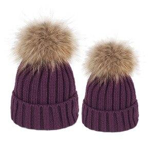 Image 4 - Famille correspondant vêtements hiver correspondant tenues mère fille tricoté maman et moi chapeau avec boule de fourrure sur le dessus