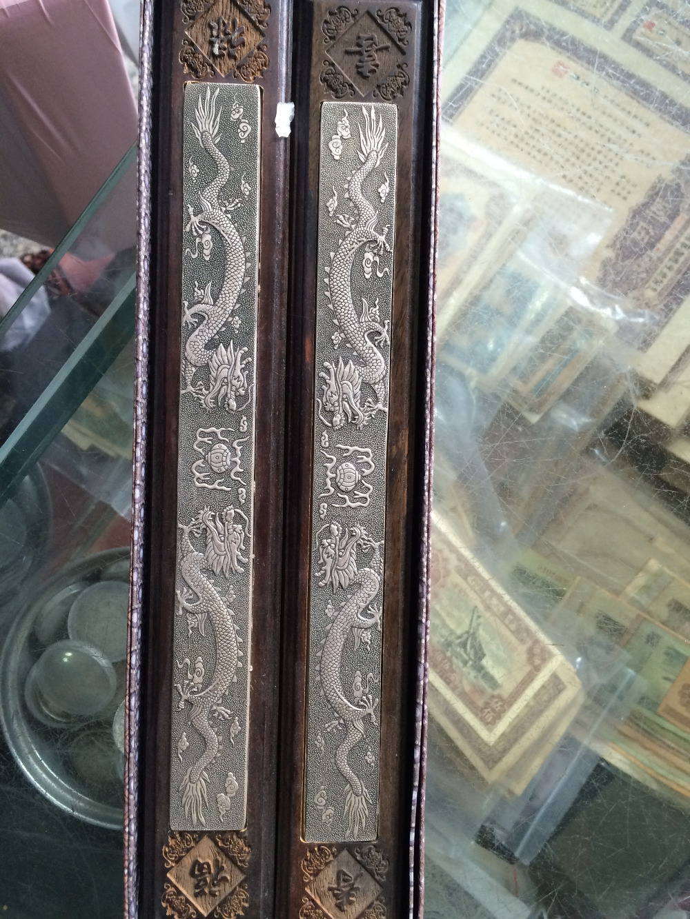 Ancient Chinese painting and calligraphy auxiliary products make the paper smooth wood inlaid dragon silverAncient Chinese painting and calligraphy auxiliary products make the paper smooth wood inlaid dragon silver