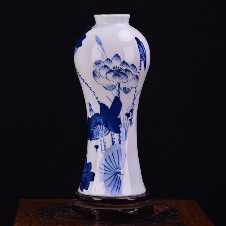 Jingdezhen ceramic vase with Chinese porcelain decoration craft ornamentsJingdezhen ceramic vase with Chinese porcelain decoration craft ornaments