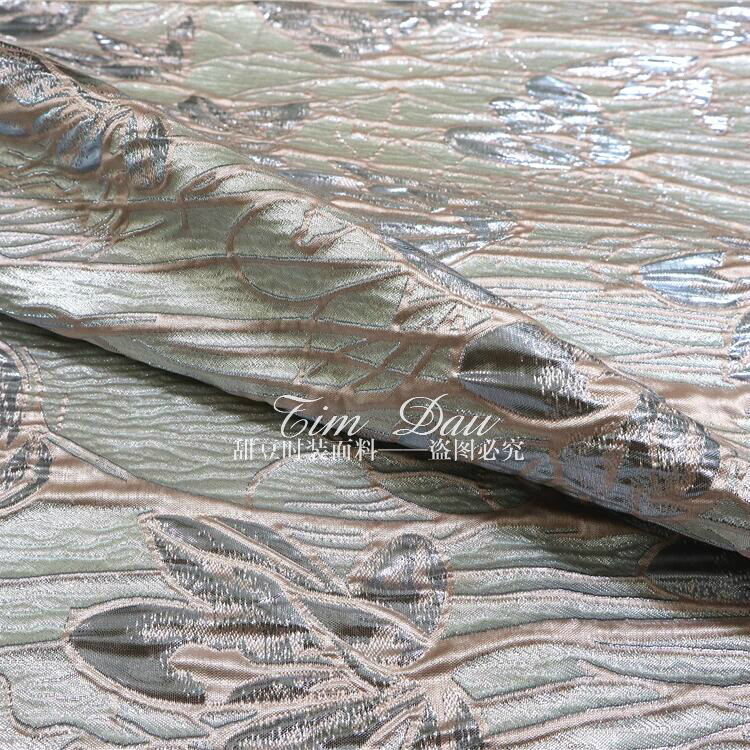 Tissu de robe de brocart de positionnement de Jacquard teint en fil tridimensionnel en soie d'or de haute qualité tissu de grande marque - 4