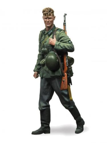 Assembly Unpainted Scale 1/35 WWII german green coat winter standing Historical toy Resin Model Miniature Kit
