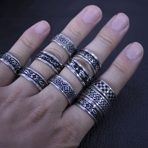 Image 4 - 24 pcs 여성을위한 뜨거운 판매 복고풍 스타일 펑크 범프 크로스 스테인레스 스틸 반지 남성 패션 도매 보석 대량