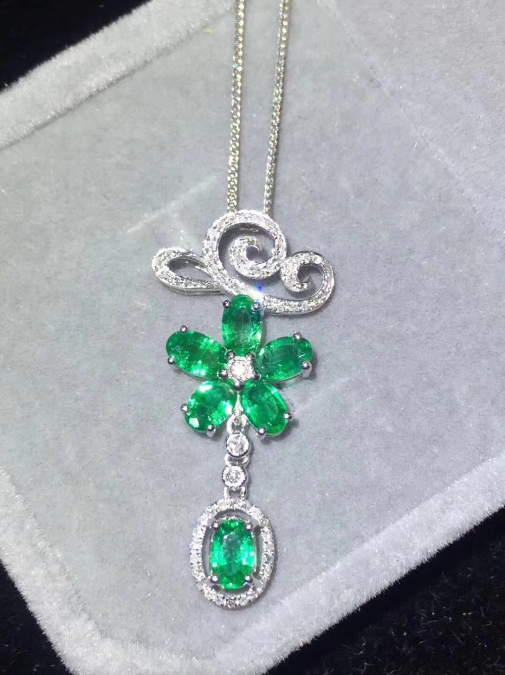 2019 New Qi Xuan_Colombian Green Stone Fashion Pendant Necklaces_Real Necklaces_Quality Guaranteed_Manufacturer Directly Sale 2019 New Qi Xuan_Colombian Green Stone Fashion Pendant Necklaces_Real Necklaces_Quality Guaranteed_Manufacturer Directly Sale
