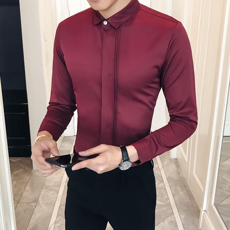 Гей в бордовой рубашке