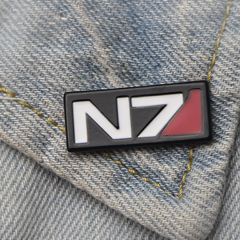 DMLSKY Mass Effect Pin Enamel Pins and Brooches Lapel Backpack Bags Badge Clothing cool Brooch Jewelry Gifts M3520