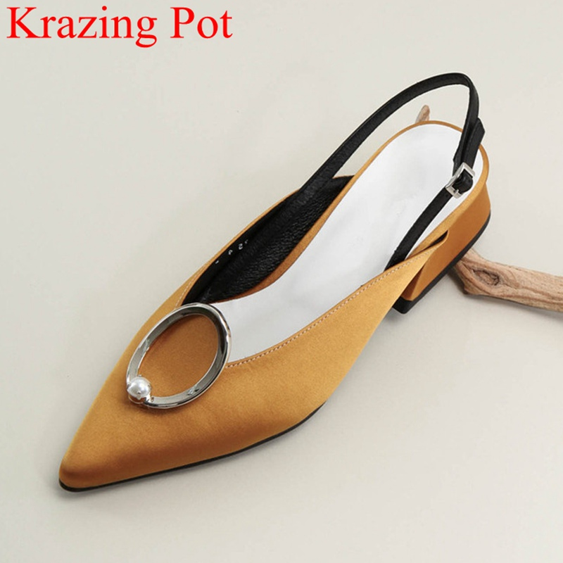 купить 2018 fashion brand Autumn shoes shallow women pumps metal elegant pointed toe large size pearl solid office lady sweet shoes L58 по цене 3231.89 рублей