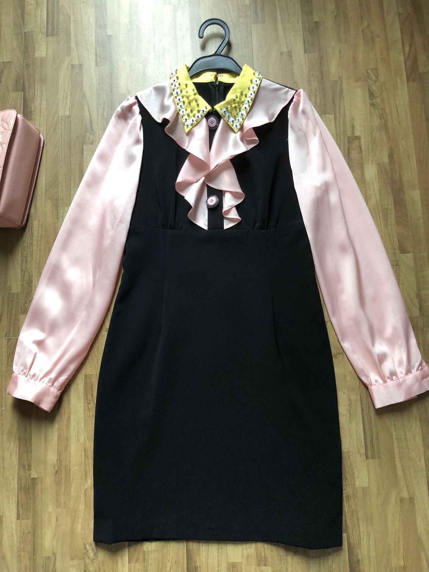 Nova Europa e os bens cauda etiqueta da marca venda de afastamento Lapela babados vestido Especial