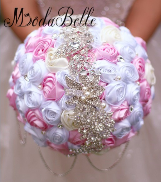 Bride-s-holding-flowers-New-arrival-Romantic-Wedding-White-pink-Rose-Bouquet-tassel-Rhinestone-chain-bridal (3)_conew1
