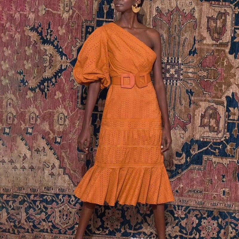 夏デザイナーの女性のエレガントなドレスハイウエストフリルオフワンショルダーアウト中空サッシドレスビーチパーティードレス Vestidos  グループ上の レディース衣服 からの ドレス の中 1