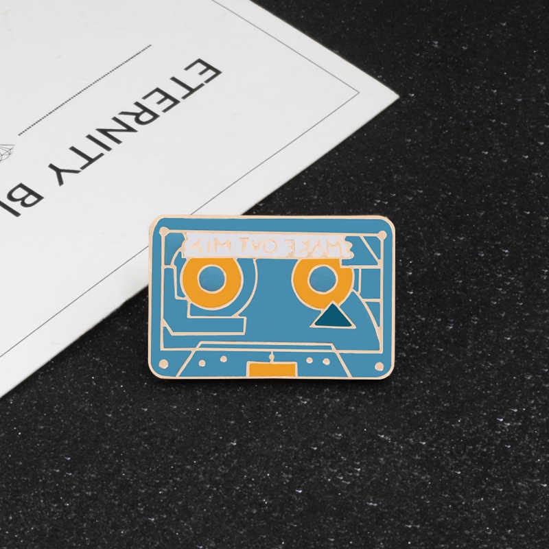 Vintage Wanita Bros Enamel Bohlam Phonograph Tape Recorder Musik Pin Kucing Bunga Gadis Rambut Syal Jilbab Bintang Botol Alien Lencana