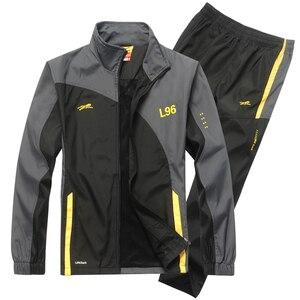 Image 2 - YIHUAHOO ماركة رياضية الرجال قطعتين مجموعة ملابس عادية سترة السراويل 2 قطعة بذلة رياضية رياضية sweatsuit رجل LB1601