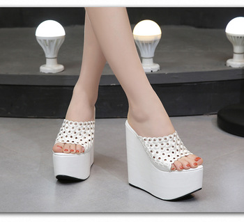 cbf05c4cd5 Verano de las mujeres zapatos de tacón alto 15 CM plataforma zapatillas de  moda casuales hueco zapatos de mujer cuñas sandalias de playa Flip sandalias