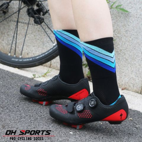 DH SPORTS Pro best sports socks windproof Coolmax Warm weather tall cycling socks Crazy basketball running athletic defeet socks Lahore