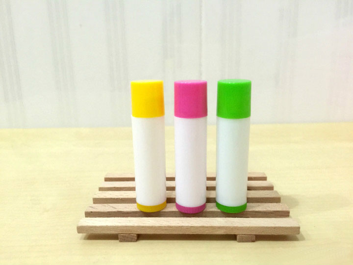 free shipping 5ml PP pro-environment pink/yellow/green lipstick tube,lip balm with rotating cover,white balm container free shipping 5ml pp pro environment material all white lipstick tube lip balm container with rotating flat cover