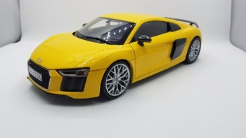 1:18 Diecast Model for Audi R8 V10 Plus Yellow Coupe Original Factory Alloy Toy Car Miniature Collection Gifts image