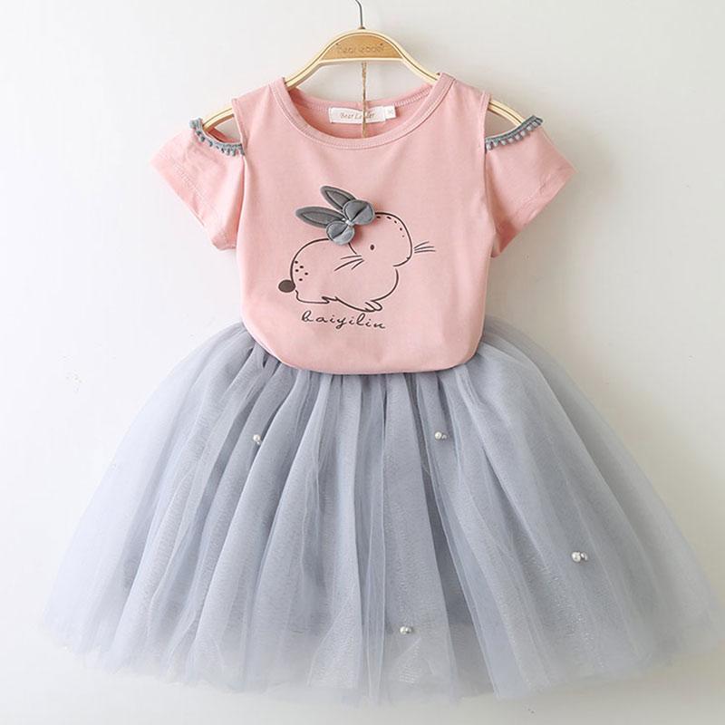 cebcd7b9e8c52 الفتيات اللباس 2019 جديد فتاة مجموعة ملابس الاطفال جميل الكرتون القوس  الأطفال الملابس طفل فتاة قمم + تنورة بدلة طفل فستان شبكي