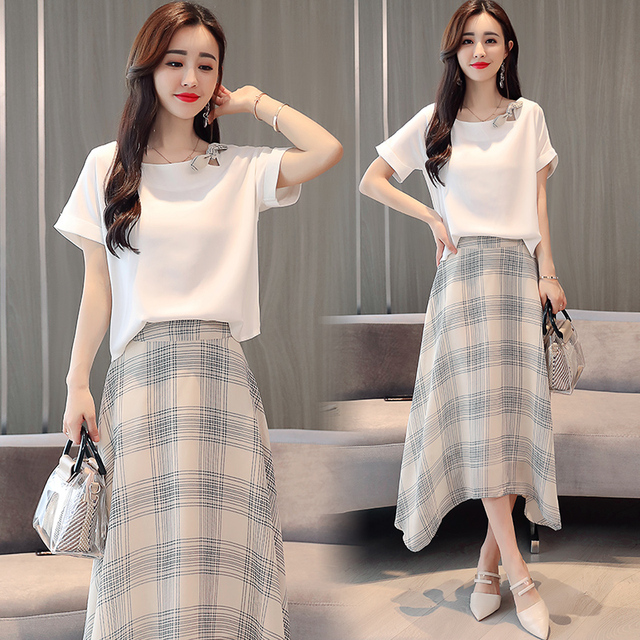 d10565ed9104 2018 Summer women white loose blouse & grid skirts outfit vestido two-piece  clothing set