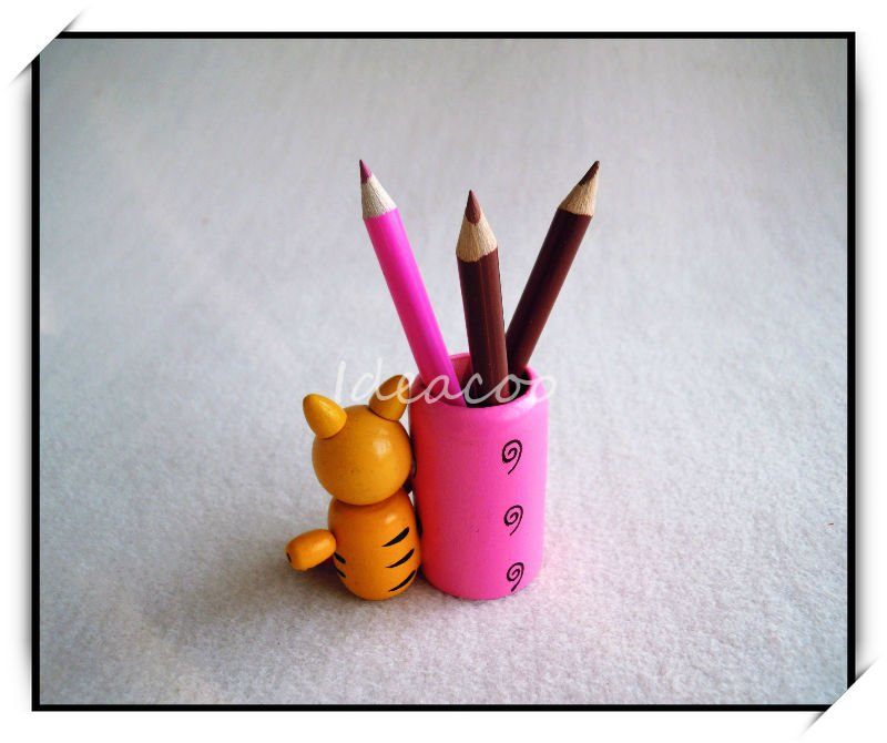 Designed Wooden Animal Pen Container With 3pcs Wax Pencil Crayon