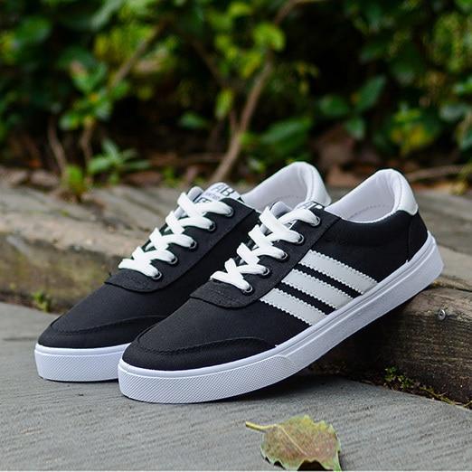 Tres Adolescentes de apalancamiento negro lace up zapatos de los hombres Coreanos zapatos casuales zapatillas de deporte de verano zapatos de lona respirables solos zapatos de los hombres