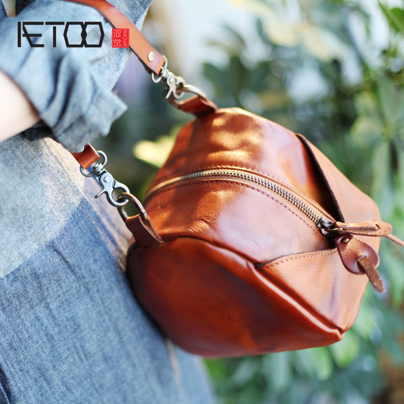 AETOO Retro Arts and Crafts Shoulder Messenger Bag Triangle Hand Bag Leather Bag Original Studio Handmade Leather Handbag retro tinplate metal motocross models collection classic handmade arts and crafts dirt bike model