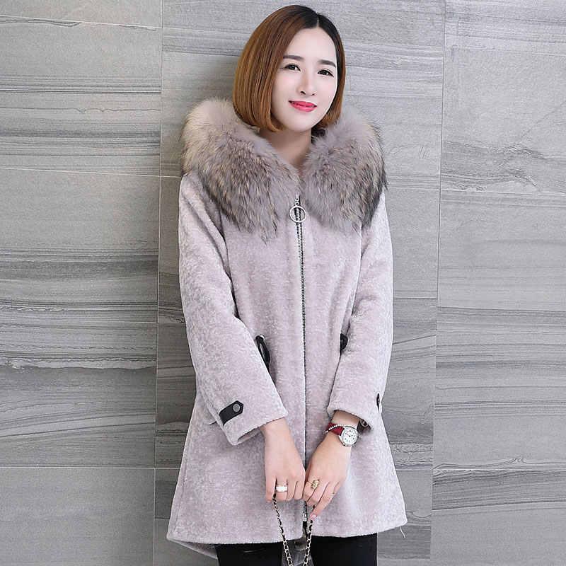 AYUNSUE 2019 Women's Real Fur Coat Sheep Shearing Coats With Natural Raccoon Fur Collar Hooded Winter Wool Female Jacket 17077
