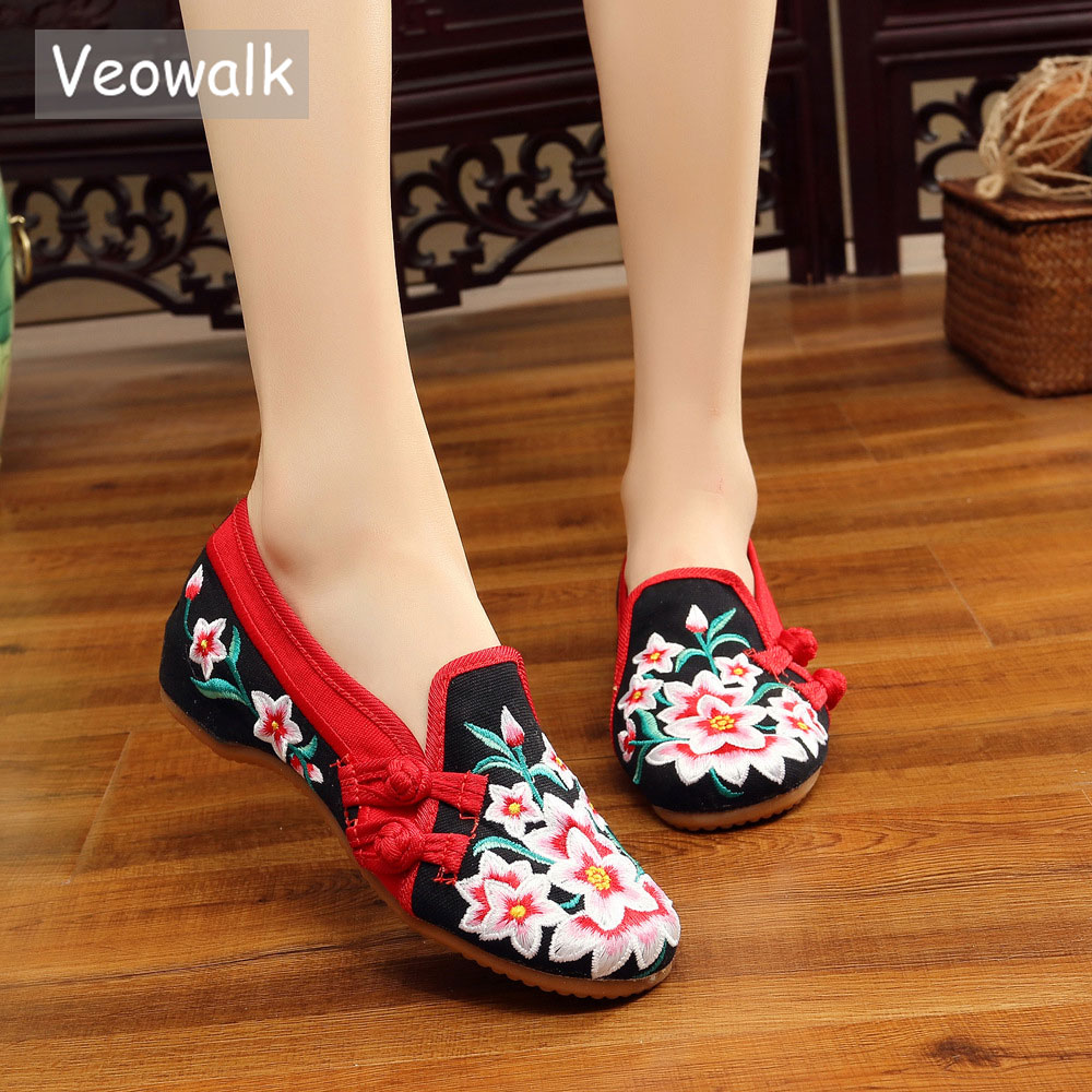 Veowalk New Handmade Women Flats Slip On Cotton Casual Shoes Comfortable Red Flowers Embroidery Woman Old Beijing Cotton Shoes стоимость