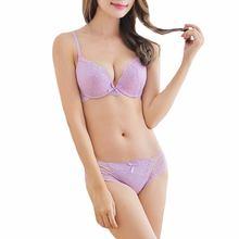 Комплект женского кружевного нижнего белья с глубоким v образным