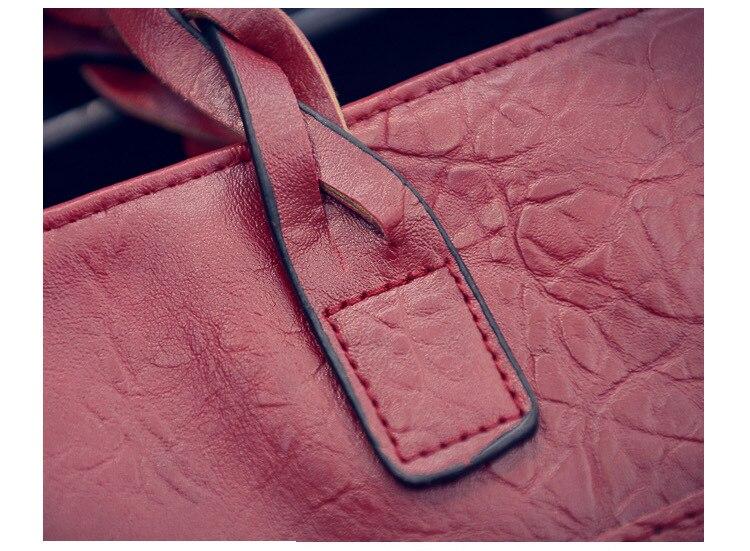 femme 704 Hand Bag : Hand Bag