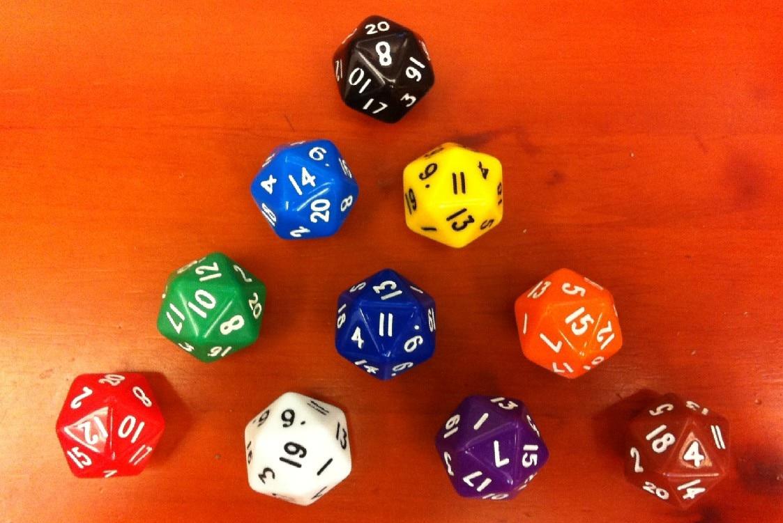 Dados de 20 caras / dados polihédricos de 20 caras. Contador de vida digital de Dungeons & Dragons, este indicador, dados D20.