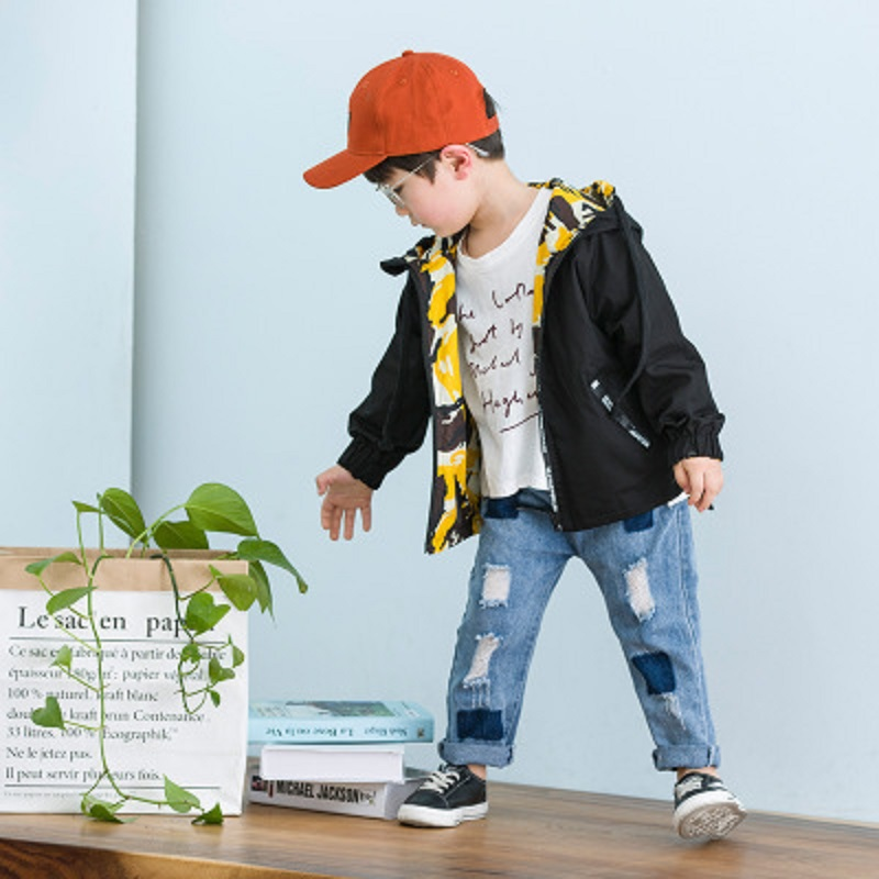 New children's clothes for spring 2018 Children wear jackets on both sides.