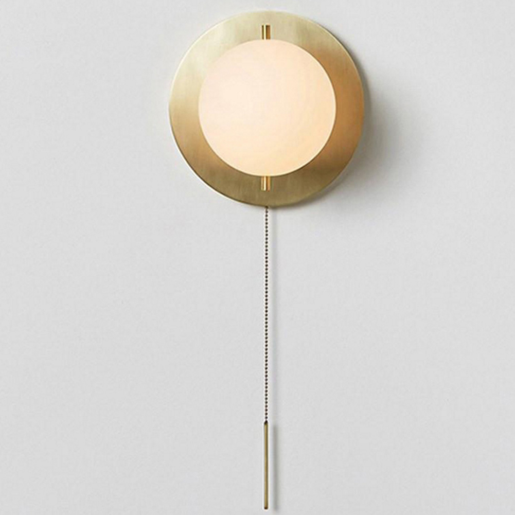 globo de vidro arandela com branco em cetim bronze 02