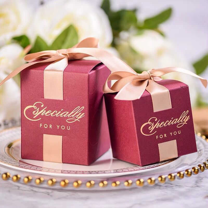Free Shipping 50pcs candy box married Wedding favor and gifts candy boxes luxury golden ribbon red